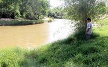 Điều tra nghi án cháu bé bị xâm hại rồi quẳng xuống sông