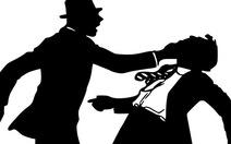 Bắt giám đốc ngân hàng ép tình địch chặt ngón tay
