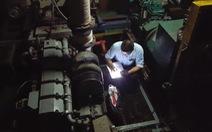 Tàu vỏ thép nằm bờ: mua máy bộ lắp cho tàu thủy?