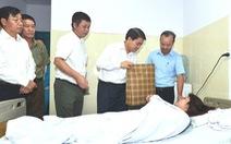 Chủ tịch Hà Nội thăm nữ công nhân vệ sinh bị đánh ngất xỉu