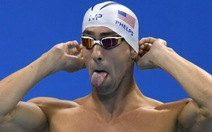 Phelps bơi đua với... cá mập trắng