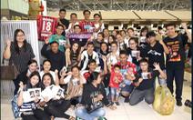 Đông đảo CĐV Thái Lan tiễnSongkrasin sang Nhật thi đấu
