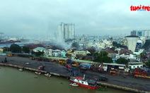 Clip cháy kho hàng sát cảng Sài Gòn nhìn từ trên cao