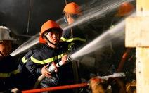 Chiến sĩ tối đi cứu hỏa, sáng đi thi
