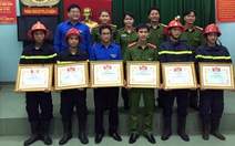 Khen thưởng 11 tập thể, cá nhân chữa cháy kho hàng ở quận 4