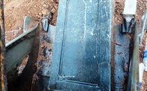 Tìm thấy bia mộ nghi của vợ vua Tự Đức bị vùi lấp