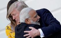 Khi Tổng thống Mỹ và thủ tướng Ấn ôm nhau thắm thiết