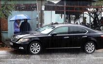 Lexus bị đập vỡ kính trước quán cà phê, chủ xe mất 5 tỉ đồng