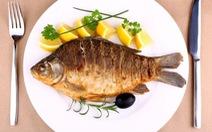 Ăn cá giúp giảm đau khớp