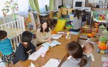 Phụ nữ Nhật thấy bất an khi đi làm mà có con