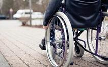 Người già ngồi xe lăn đi khám BHYT không được ưu tiên?