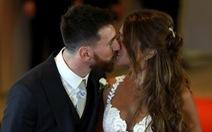Messi và Antonella Roccuzzo hạnh phúc trong ngày cưới
