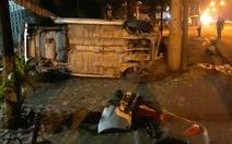 Xế hộp hất văng xe máy lên vỉa hè, 3 người thương vong