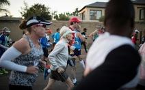 Cụ bà 85 tuổi chạy 21km trong 2 giờ