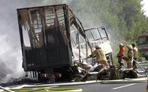 Nguyên nhân xe du lịch cháy ở Đức vẫn bí ẩn
