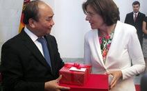 Thủ tướng tặng nông sản Việt Nam cho Thủ hiến bang Rheinland-Pfalz