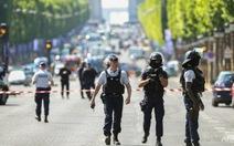 Pháp: cả trăm mầm mống khủng bố có giấy phép sở hữu súng