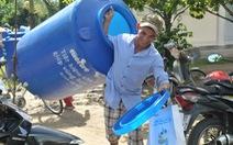 Tặng 50 bồn chứa nước cho bà con Bến Tre