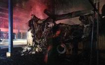 Nhà máy dầu ăn đang xây dựng bị thiêu cháy
