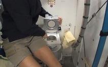 Trong không gian, con người vệ sinh cá nhân ra sao?