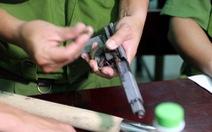 Bắt nhóm thanh niên đòi nợ bằng súng, bom xăng