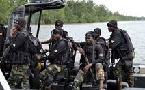 Lật tàu quân sự Cameroon, hàng chục quân nhân mất tích