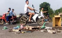 Hà Nội xử lý dứt điểm tình trạng dân mang ruồi chết chặn xe rác