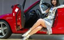 Đi triển lãm ôtô: ngắm xe hay ngắm người mẫu sexy?