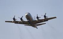Máy bay Trung Quốc dằn mặt máy bay Mỹ trên biển Hoa Đông