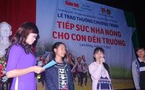 Lâm Đồng trao quà, tiếp sức nhà nông cho con đến trường