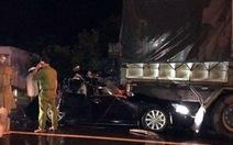 Xe chở bốn công an Bình Thuận bẹp dúm giữa hai xe tải