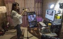 Thiếu nữ Trung Quốc sẵn sàng 'mát mẻ' live-stream để đổi đời