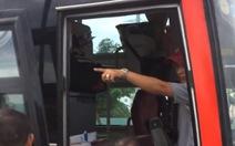 Người quay clip phụ xe đuổi khách: 'Không có chuyện nhổ nước bọt'