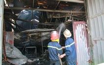 Cháy xưởng bánh: Công nhân làm trong kín, không kịp thoát