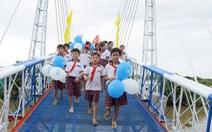 Nhịp cầu nối những bờ vui