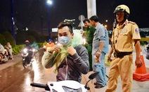 Hơn 5.700 áo mưa miễn phí cho người dân qua hầm Thủ Thiêm