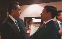 Phó thủ tướng Phạm Bình Minh gặp Ngoại trưởng Vương Nghị tại Manila