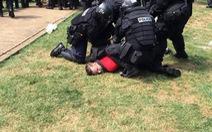 Xe lao vô người biểu tình ở Mỹ, một người chết