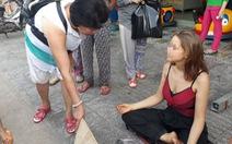 Người nước ngoài xin tiền: Nhiều cách xử lý vẫn khó xử!