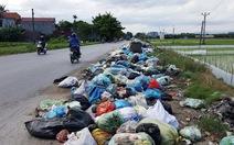 Rác ngập ngụa trên phố, huyện loay hoaychưa có cách giải quyết