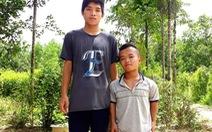 Cảnh ngộ khó khăn của hai cậu học trò nghèo