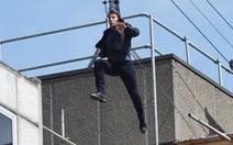 Tom Cruise bể xương mắt cá, ngừng đóng phim vài tháng