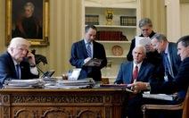 Ông Trump và Steve Bannon xa mặt nhưng không cách lòng