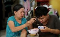'Người ta học 1 thì mình 100 để trả ơn người mẹ tuyệt vời'