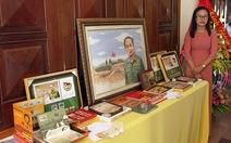 Thủ tướng đóng dấu phát hànhbộ tem Đại tướng Võ Nguyên Giáp