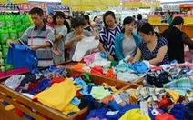 Hàng Việt giảm giá mạnh dịp lễ