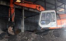 Mang rác đem chôn do... xúc nhầm(!)