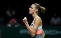Hạ gục nhanh Muguruza, Pliskova vào bán kết WTA Finals