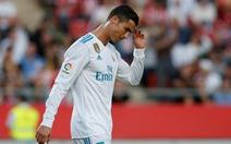 Thua ngược Girona, R.M bị Barca bỏ xa 8 điểm