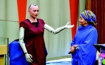 Robot sophia: kinh ngạc và khiếp sợ